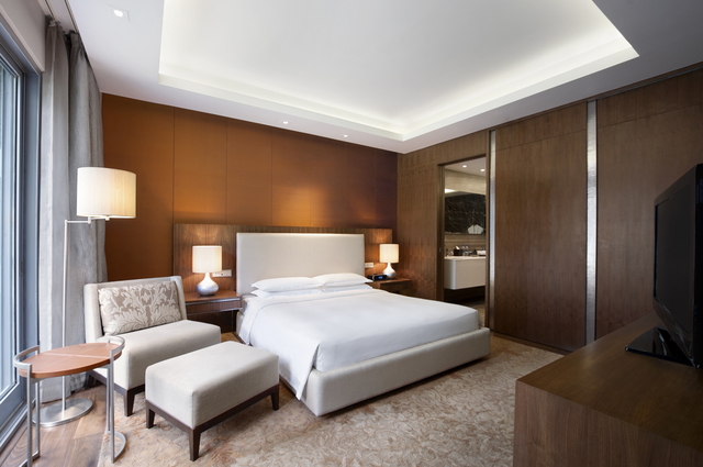 Grand_Hyatt_Mumbai__-_Diplomatic_Suite_Bedroom