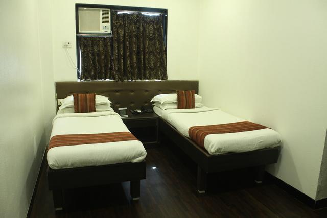453-Deluxe_Twin_Bedroom