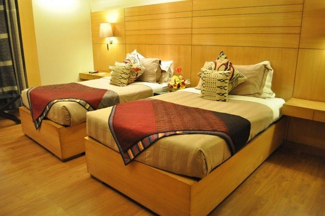 LUX_Room_1_-_Twin_Bed