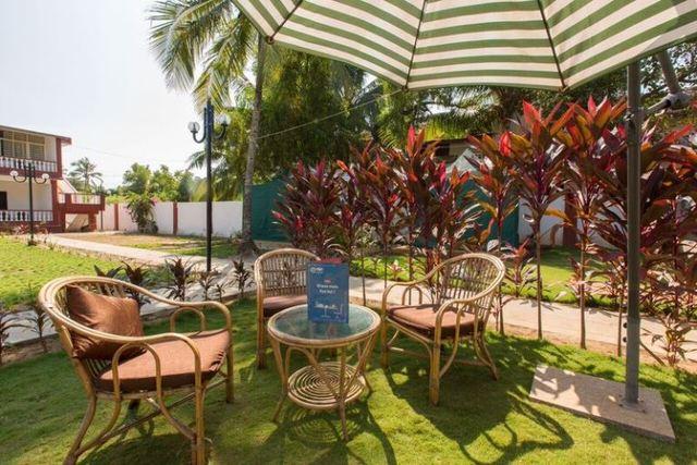 Pool_side_restaurant