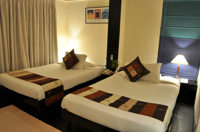 PH_Suites_Twin_Bed_-2_