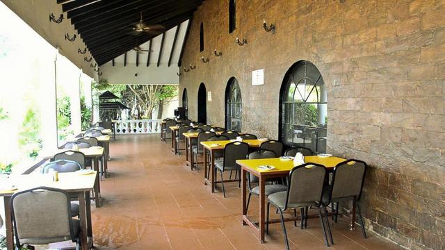 resorte-marinha-dourada-goa-restaurant-28673267fs