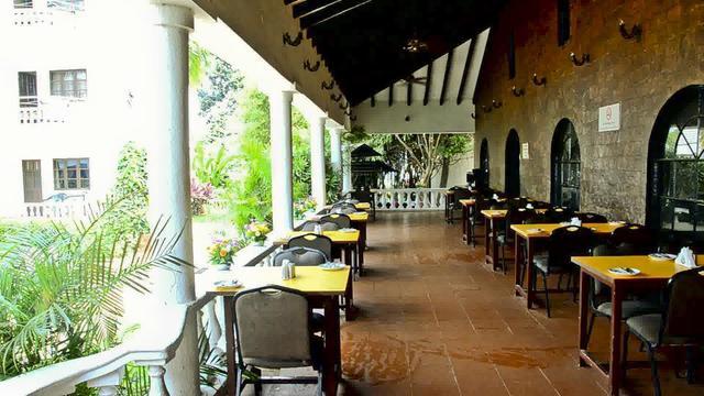 resorte-marinha-dourada-goa-restaurant2-28673203fs