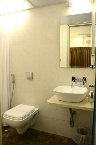 The_Club_Bath_Room_Sunny_International