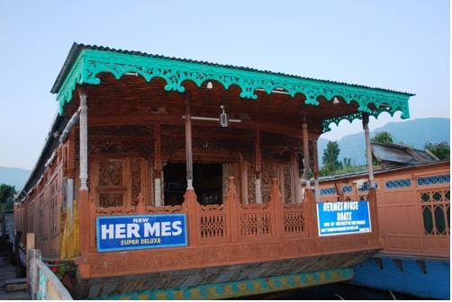 hermes-group-of-houseboats-in_17858607_500
