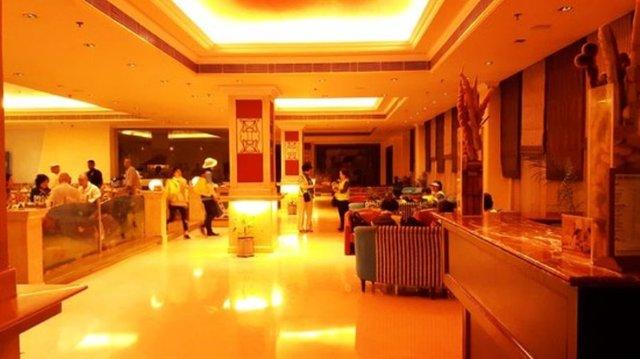 lobby-level-sitting-area