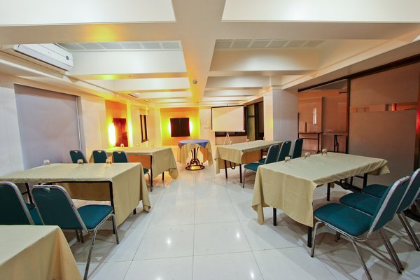S Suites Mumbai Mumbai Room Rates Reviews Amp Deals