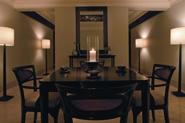 Club_suite_dining_room