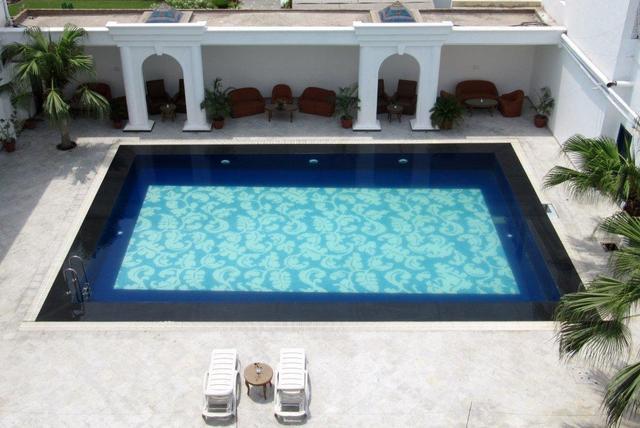 Ritz_Pool_Day