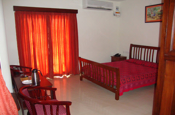 Guest_Room__8_