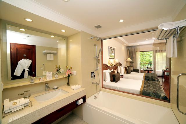 DLX_Bath_Room