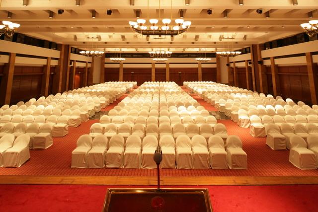 DiwaneKhas_Theatre_style_sitting