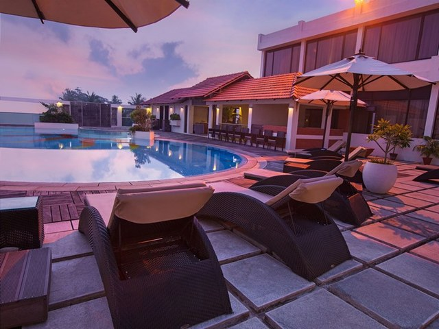 The sunway manor pondicherry use coupon code festive for Hotels with swimming pool in pondicherry