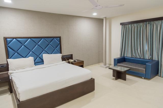 Superior_Room-__Sattelite