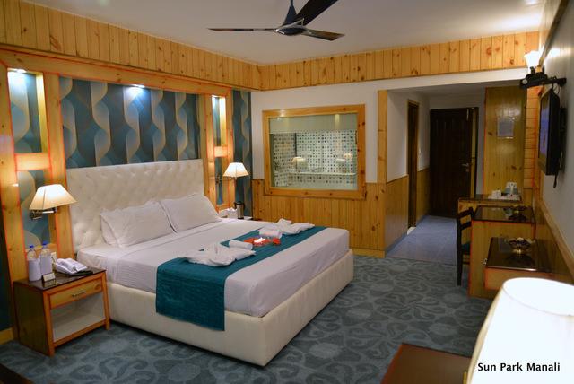 2._Luxury_Room_Pic_2