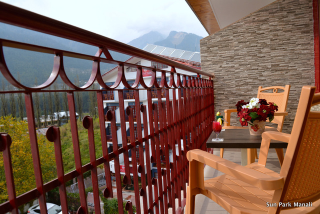 4._Balcony_Duplex_Master_Room