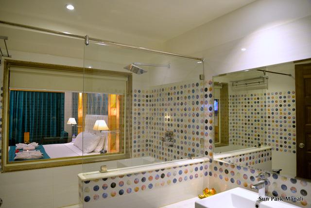 5._Bathroom_Pic_Luxury_Room
