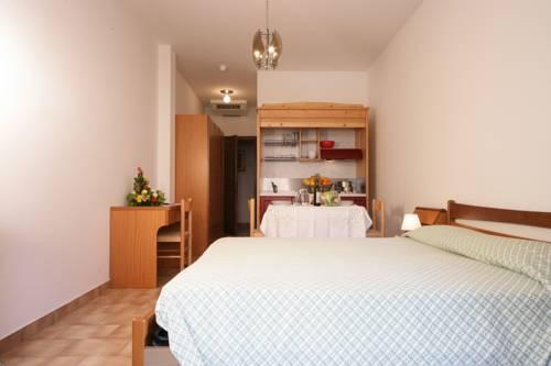 https://ui.cltpstatic.com/places/hotels/5019/501926/images/8784414_w.jpg