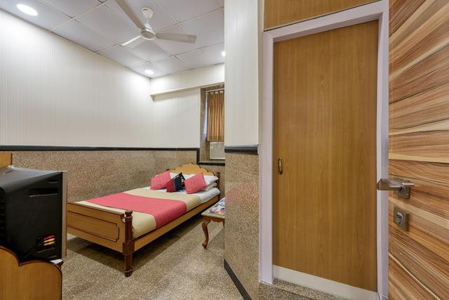 Standard_Room_-_001