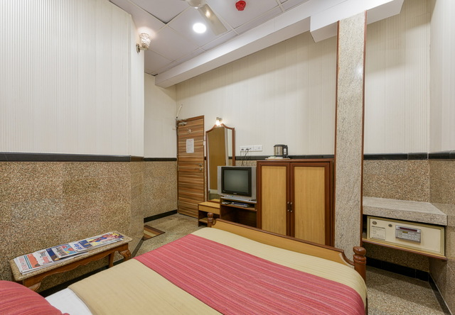 Standard_Room_-_004