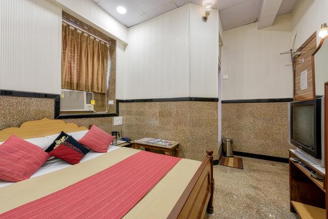Standard_Room_-_005