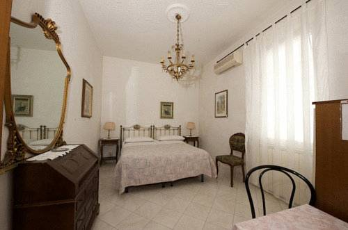 Soggiorno Burchi, Florence. Use Coupon Code HOTELS & Get 10% OFF.