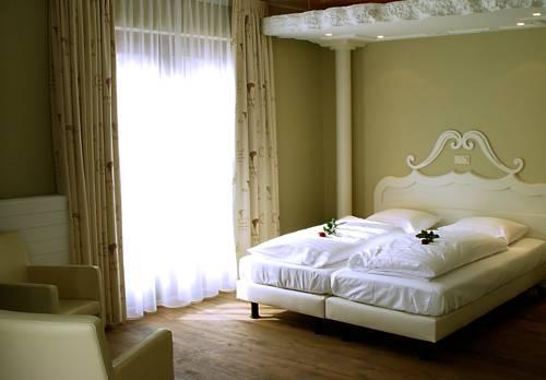 Hotel Huys Van Heusden, Asten. Use Coupon Code HOTELS & Get 10% OFF.
