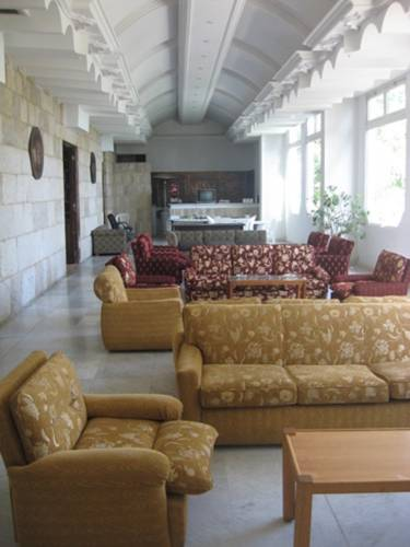 Le Serial Hotel Ehden Phone Number