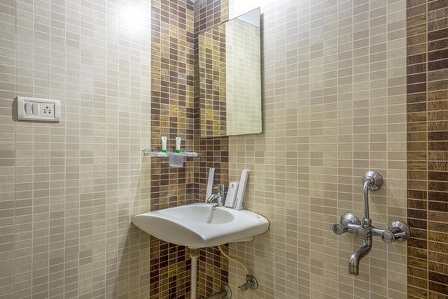 Oak_Bathroom_1