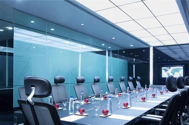 Le__Meridien_BLR_Board_Room-1