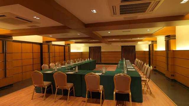 5_DT_meetings_9_677x380_FitToBoxSmallDimension_Center