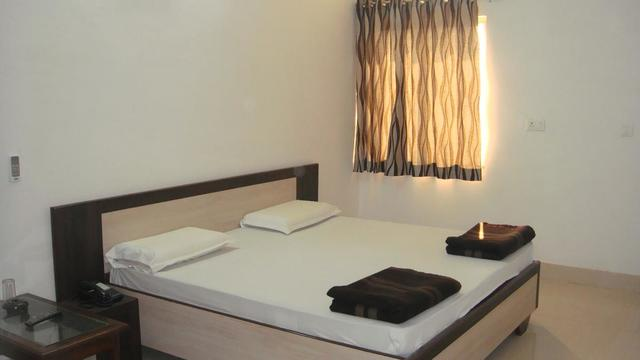 hotel-tourist-palace-bharatpur-super-deluxe-room-55881544820fs
