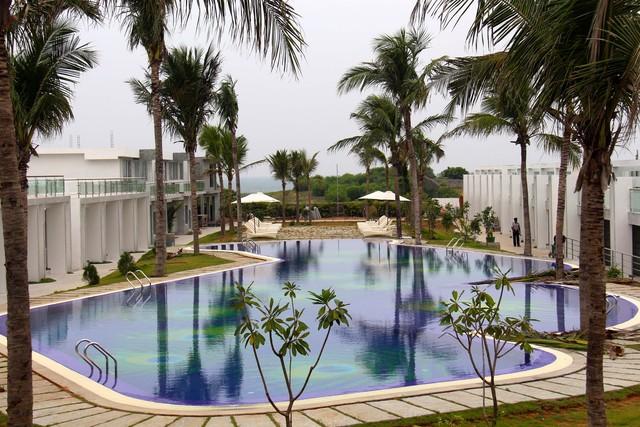 Grande bay resort mahabalipuram room rates reviews deals - Beach resort in chennai with swimming pool ...