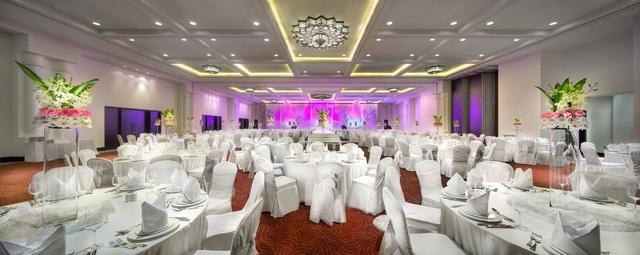 Ballroom_Wedding_Setup_-_The_Ajman_Palace