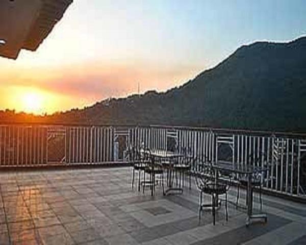 hotel-shivalik-dharmsala-hotel-terrace-mcleodganj-97424663418-jpeg-g