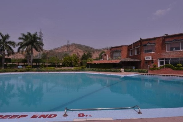 Hotel north park chandigarh room rates reviews deals - Chandigarh hotel with swimming pool ...