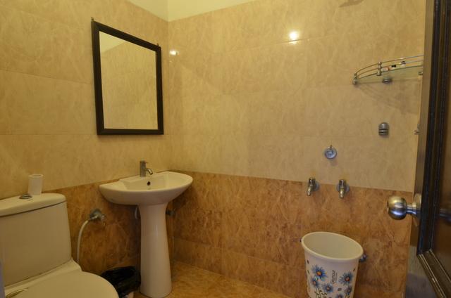 Super_Deluxe_Bathroom