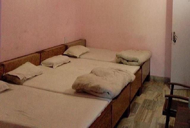 hotel-prem-sagar-agra-three-beded-non-ac-room-31945172fs