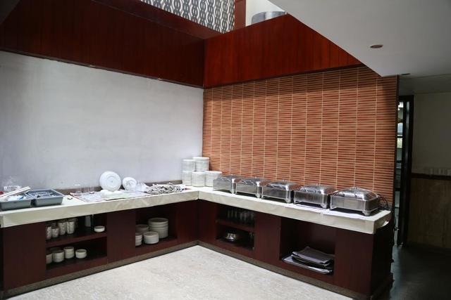 shuhul-continental-hotel-delhi-buffet-41676205fs