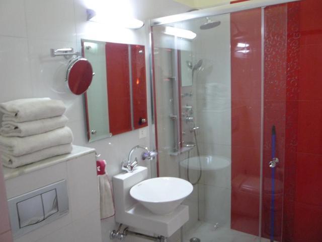 Twin_Room_Bathroom