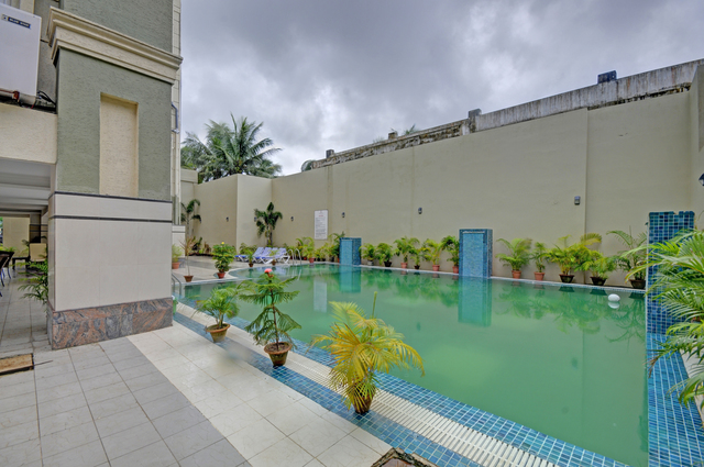 Swimming_Pool_image_1