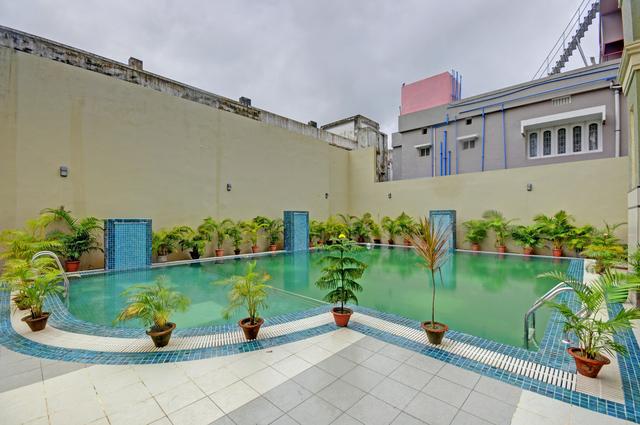 Swimming_Pool_image_2