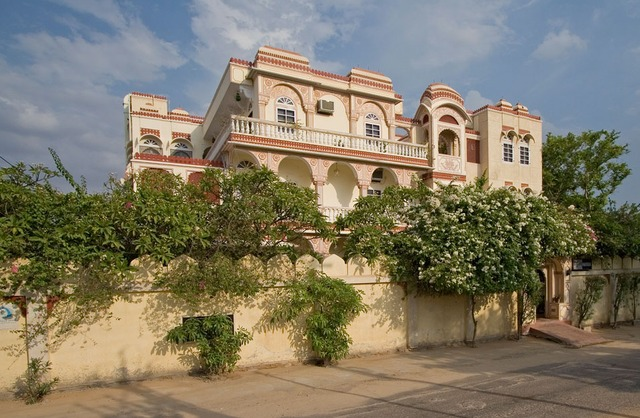 Hotel Whispering Palms Jaipur Room Rates Reviews Amp Deals