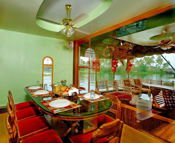 Coco_Houseboats_glass_dining_9