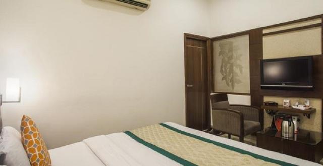_Mint_Hotel_Deluxe_Room_Image3