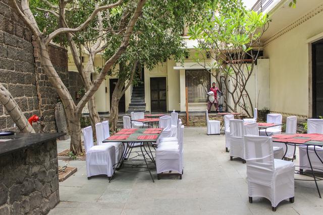 Outside_Restaurant_(2)