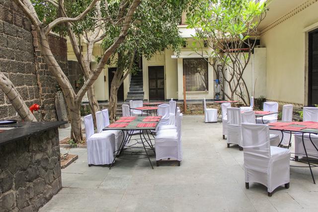 Outside_Restaurant_(3)