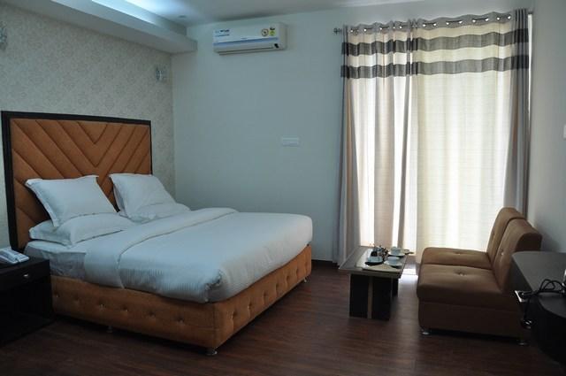 1-_Luxury_Room