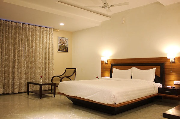 Hotel Yois By Saagasa Udaipur Room Rates Reviews Amp Deals