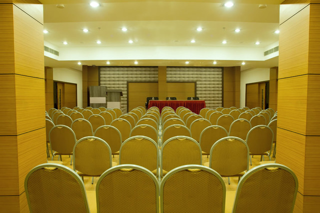 09_Conference_Hall